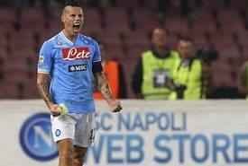 Cagliari-Napoli 0-1: Hamsik porta gli Azzurri a due punti dalla Juve