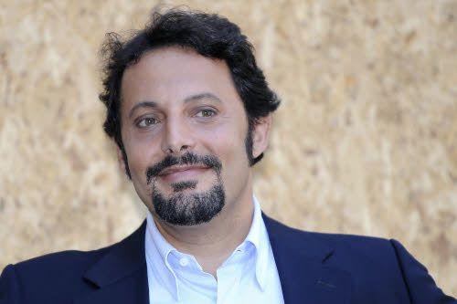 Enrico Brignano condurrà Le Iene con ilary Blasi e Luca Argentero