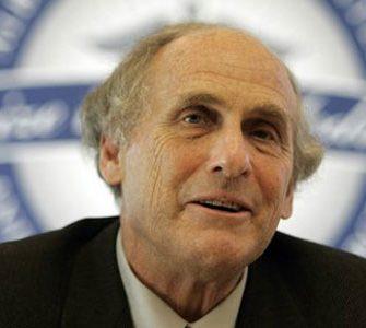 """Il Nobel per la Medicina 2011 è andato agli """"esploratori"""" del sistema immunitario: l'americano Bruce Beutler, 54 anni, il lussemburghese Jules Hoffmann, 70 anni, e il canadese Ralph Steinman, 68 anni."""