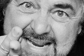 """Beppe Grillo continua la sua """"stravagante"""" campagna elettorale"""