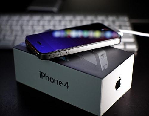 """Niente iPhone 5, solo il 4S """"parlante"""""""