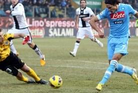 Serie A: il Napoli vince a Parma 2-1, l'Inter frena in casa col Toro.