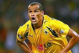 Rivaldo torna in campo a 40 anni: ha firmato con il Sao Caetano.