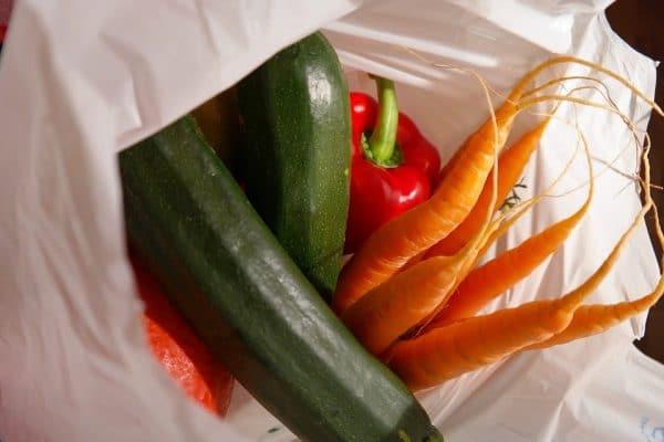Tassa sulla spesa: sacchetti per frutta e  verdura a pagamento