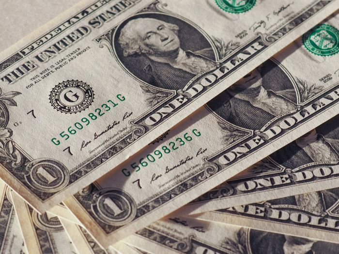 Dollaro USD in calo dopo i dati deludenti